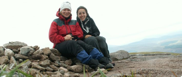 Ein Bild von mir und meiner Freundin Jasmin in den Cairngorms in Schottland.